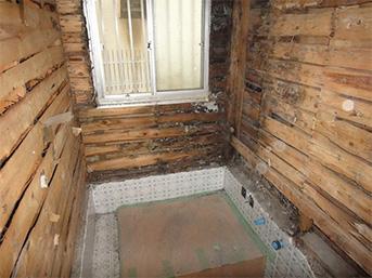 工事前の浴室の内部の様子です。